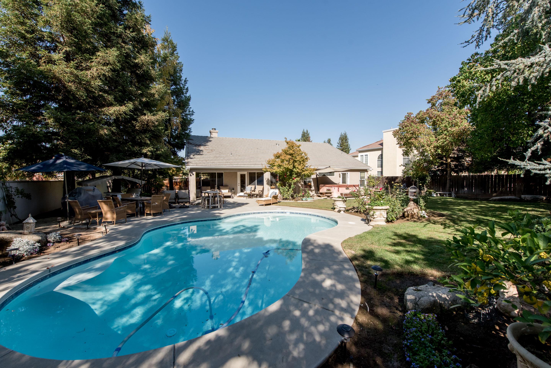 Fresno CA Pool Homes