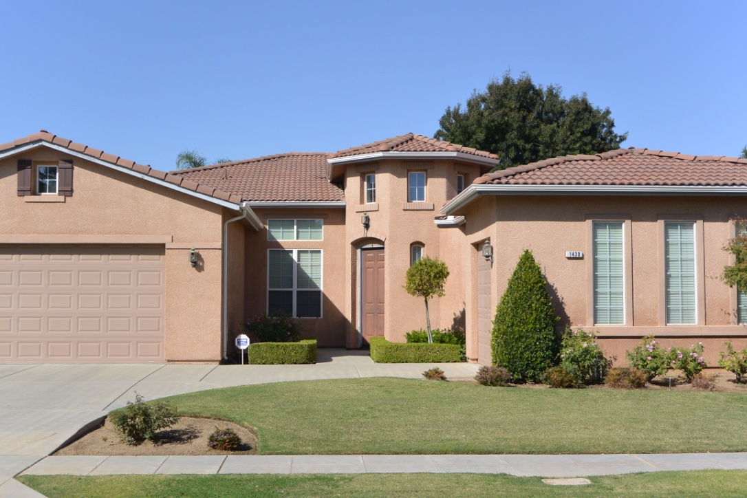 Historic Wawona Ranch Homes 3 Car Garages Sell Quick Clovis CA. 93619