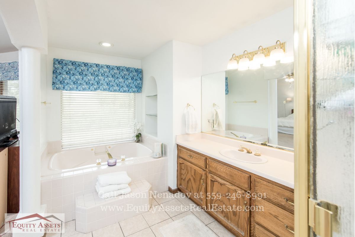 Kingsburg CA Real Estate Properties for Sale - Ease your stress away and pamper yourself in the beautiful master bathroom of this Kingsburg CA home for sale.