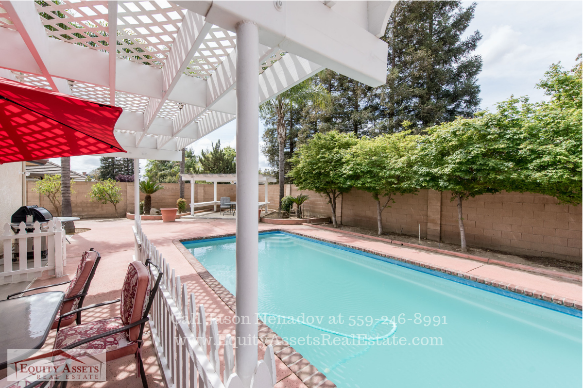 Kingsburg CA Pool Homes - You'll love the proximity of this Kingsburg pool home to the town's amenities.