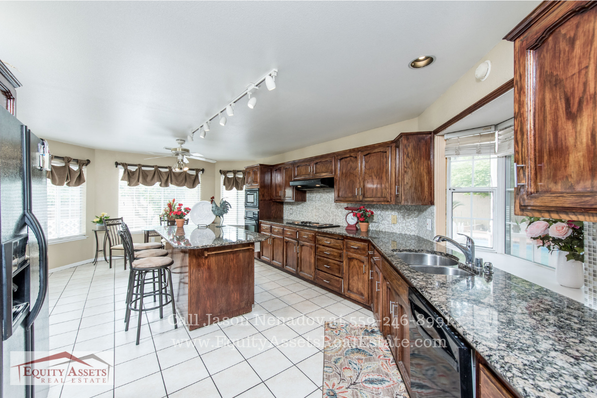 Kingsburg CA Pool Homes for Sale - The bright and roomy dining room of this Kingsburg CA pool home for sale is perfect, whether you are entertaining a large crowd or an intimate gathering.